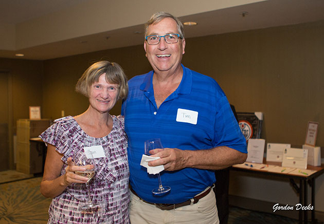 Golf-reception-and-silent-auction-attendees-Tim-and-Jan-Haak